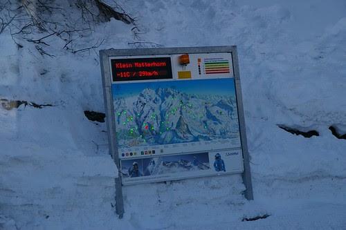 上面亮點的地方表示現在可以滑雪或做活動的地方