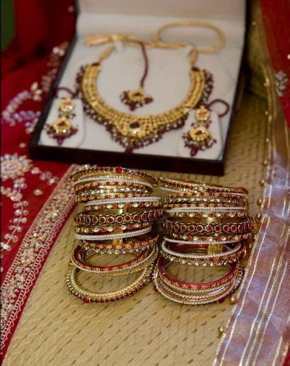 Bangles and jewelry for Indian wedding   Stylish Details