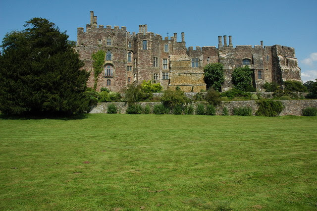 File:Berkeley Castle - geograph.org.uk - 1440400.jpg