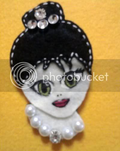 Kapkara Camdan Kelebek Audrey Hepburn Broş Keçe üzerine El
