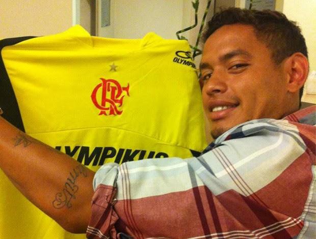 Carlos Eduardo camisa Flamengo (Foto: Reprodução / Twitter)