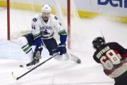 Erik Gudbranson n'a pas réussi à empêcher Mike... (La Presse canadienne) - image 2.0