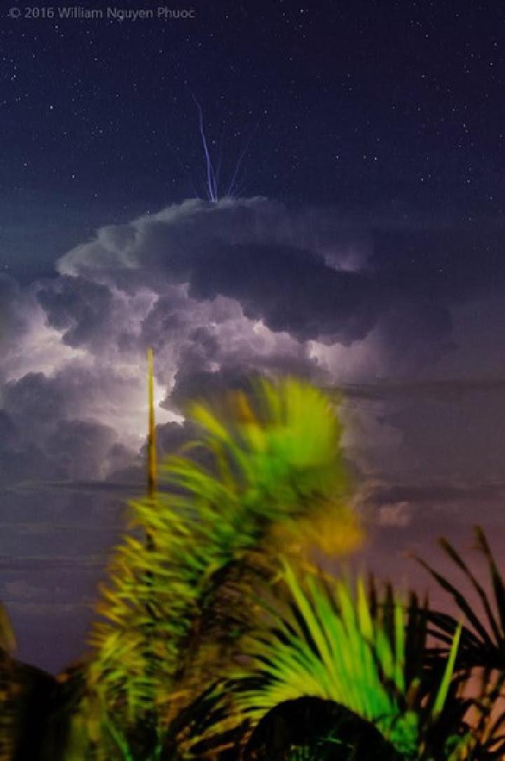 bleu jet image orage, bleu jet orage darwin mars 2016, bleu jet mars 2016 photo, bleu jet orage image darwin australie, bleu jet darwin australie mars 2016 image