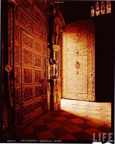 Interior de la Catedral de Toledo en 1963. Fotografía de Dmitri Kessel. Revista Life (13)