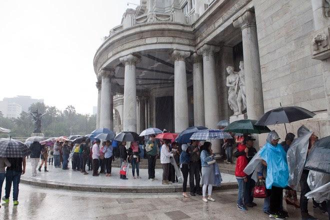 (Archivo) Largas filas para entrar a la exposición de Miguel Ángel y Da Vinci en Bellas Artes. Foto: Miguel Dimayuga