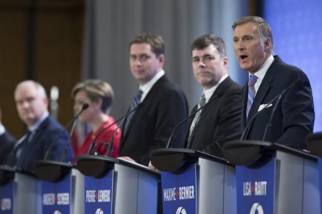 Maxime Bernier, à droite, pendant le débat conservateur... (PHOTO PC)