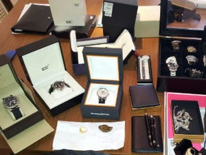 Políciais tinham apreendido objetos de luxo até o início da manhã (Foto: Divulgação / PF)