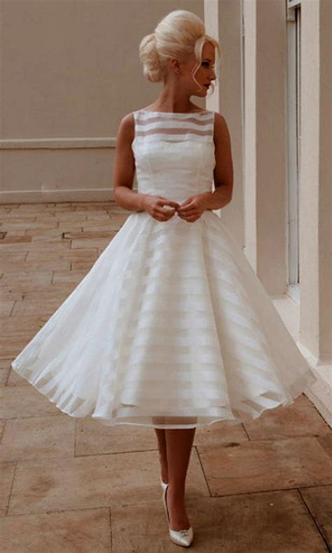 1000  ideas about Simple Wedding Gowns on Pinterest