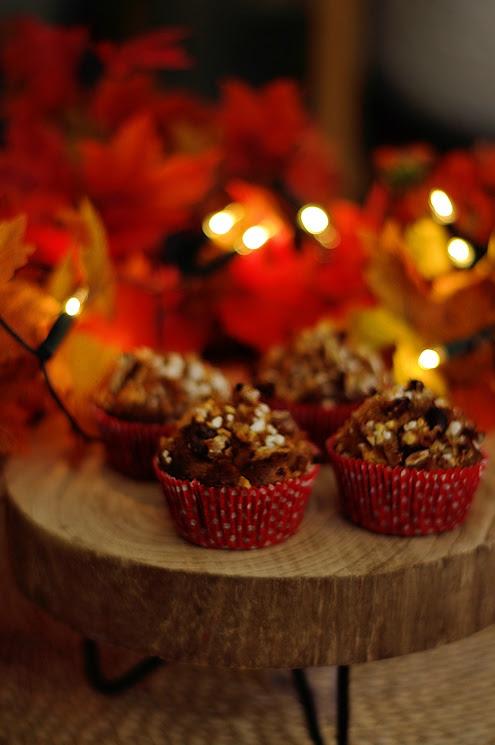 Świąteczne zimowe jesienne muffiny z jabłkami i przyprawami