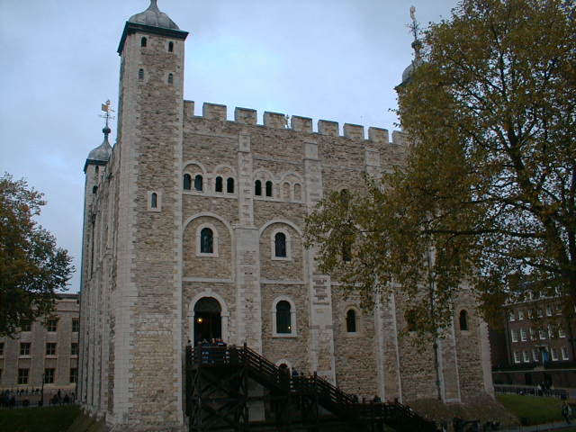 File:Tower of london interior bs.jpg