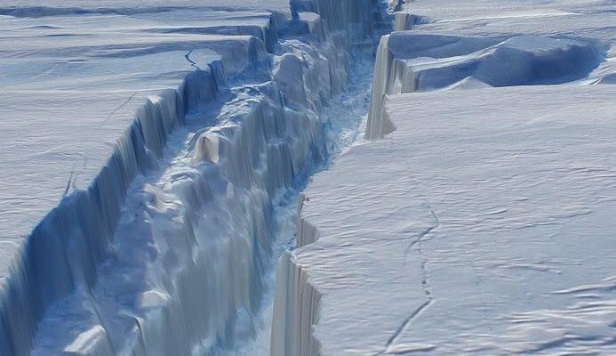 Pine-Island-glacier-crack-693x400.jpg