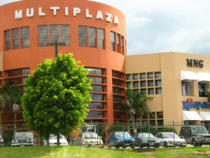 Ingreso a Multiplaza presenta rigurosidad de Fuerza Pública, mayoría de comercios cerrados en San José