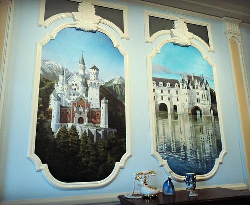Disney Dream Suite -- living room