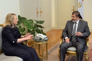 US Secretary of State Hillary Clinton in discussions with Egyptian President Mohamed Morsi in Cairo on July 14, 2012. Clinton praised the military's role in the country. by Pan-African News Wire File Photos