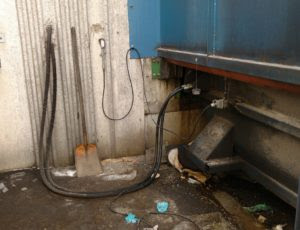 Can Hydraulic System On Trash Compactor Leak?