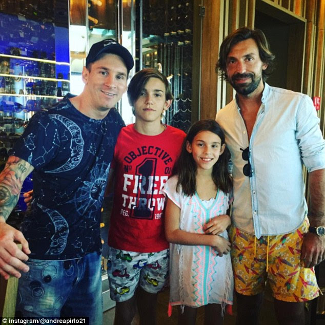 While in Dubai, Messi saw Italy legend Andrea Pirlo and his children, as they posed for a photo
