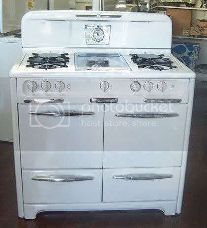 With this oven you could cook two turkeys, broil two different things, cook four different items and still cook some pancakes on the middle, built-in skillet. What're you waiting for, woman?