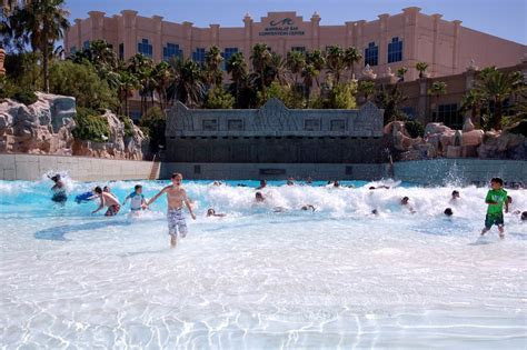 Mandalay Bay Wave Pool   Photos By Jon Barnes