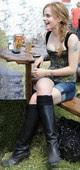 Emma Watson Corset y Shorts Con Botas