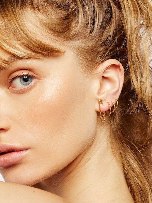 Statement Solo Safety Pin Earrings Gold Jewelry Via Free People Le Fashion Blog