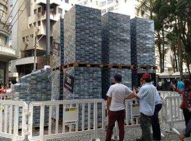 Divulgação de Filme da Lava Jato leva R$ 4 bilhões falsos para centro de Curitiba
