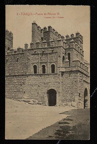 Puerta vieja de Bisagra o de Alfonso VI (Toledo) tras su restauración. Principios del siglo XX. Foto Linares.