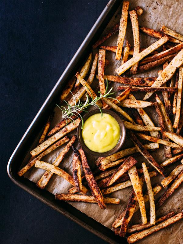 Crispy Baked Fries with Garlic Rosemary Aioli Recipe