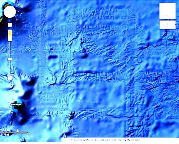Análisis fotográfico de fondo marino que evidencia presencia de pistas en el lecho marino en las inmediaciones de las islas Marianas del Norte