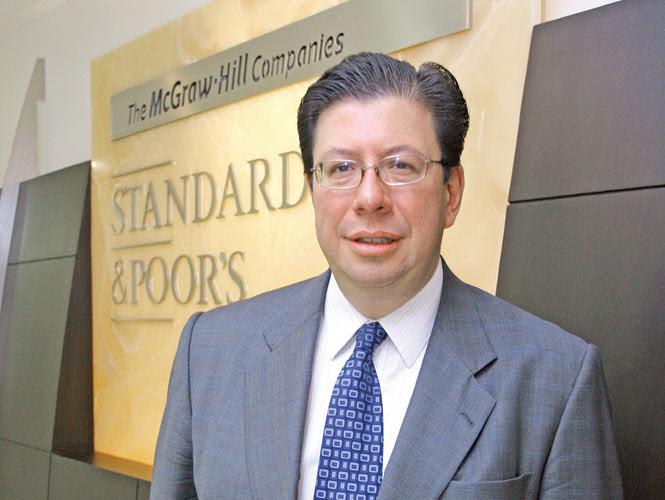 Standard & Poor's, que en México dirige Víctor Herrera, destacó la fortaleza económica del país, sus cautelosas medidas monetarias y la certidumbre política. Foto:  Archivo