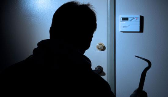 http://www.otherside.gr/wp-content/uploads/2009/11/burglar1.jpg