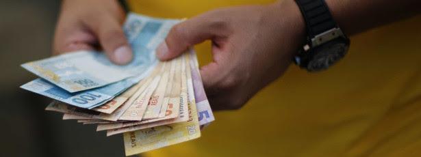 Governo adia pagamentos do abono salarial para 2016