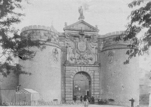 Puerta de Bisagra a inicios del siglo XX. Foto Lacoste. Fototeca de la Universidad de Sevilla