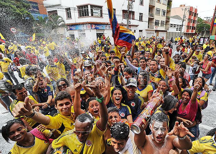 http://www.elpais.com.co/elpais/sites/default/files/2014/06/seleccion-colombia-celebracion4.jpg