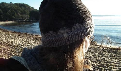Lyden av bølger mot stranda