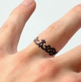 43 Awesome Wedding Ring Tattoos   Weddingomania