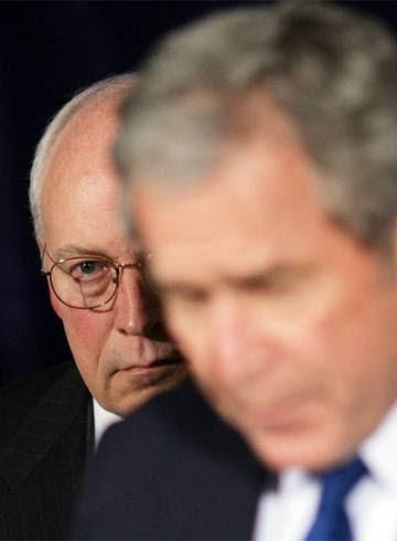 Bush, en primer plano, y Cheney.