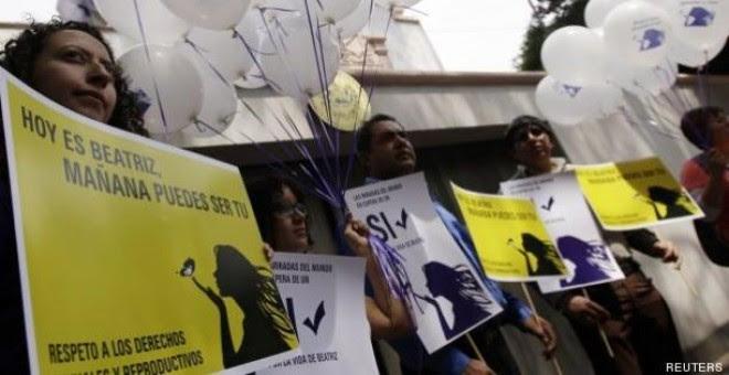 Imagen de las movilizaciones en favor de legalizar el aborto en El Salvador. / Reuters