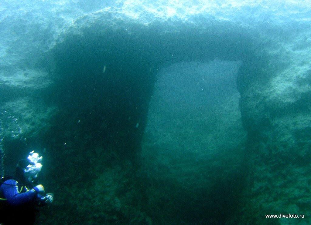 Подводный проход в скале Мальта