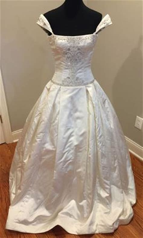 Reem Acra Wedding Dresses For Sale   PreOwned Wedding Dresses