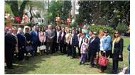 Ak Parti İzmir İl Kadın Kolları üyeleri, 23 Nisan Ulusal Egemenlik ve Çocuk Bayramı nedeniyle Karşıyaka ilçesindeki çocuk yuvasını ziyaret etti.