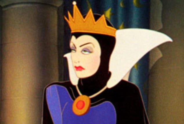 Rainha Má Megan Fox canais de Branca de Neve na campanha Armani mais recente beleza