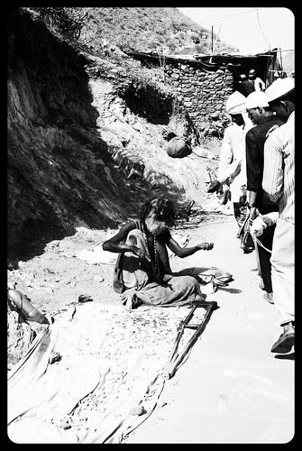 Tum Ek Paisa Doge Wo Dus Lakh Dega .. Bhikari Ki Suno Wo Tumhari Sunega by firoze shakir photographerno1