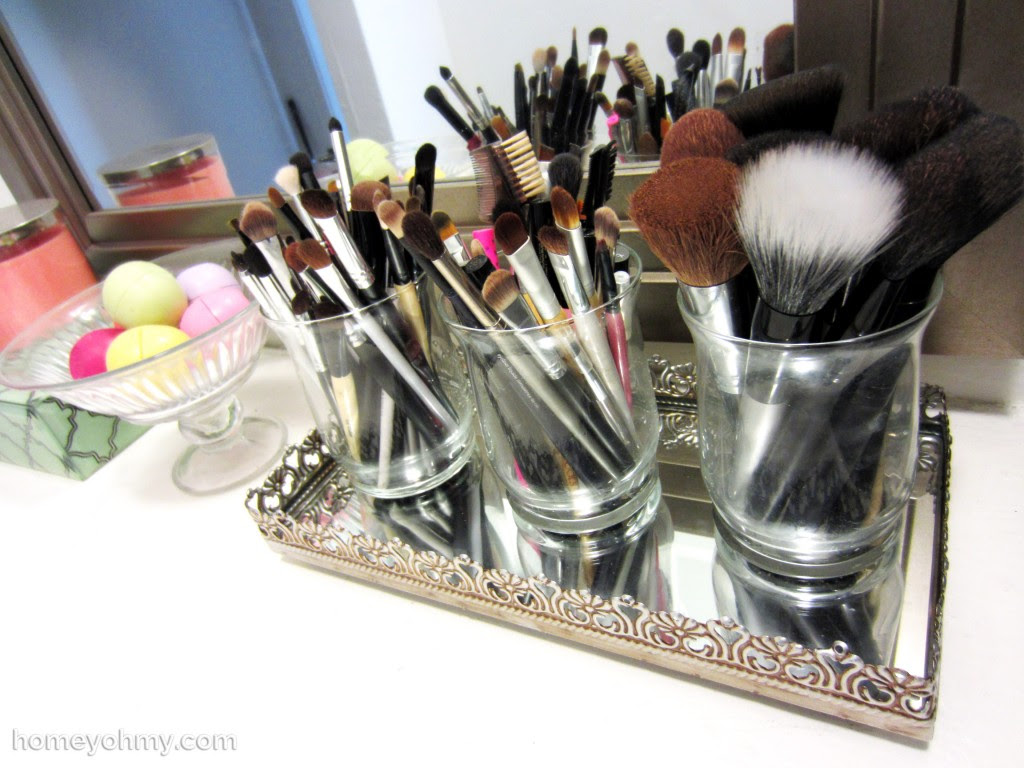 Makeup brush holders in tray