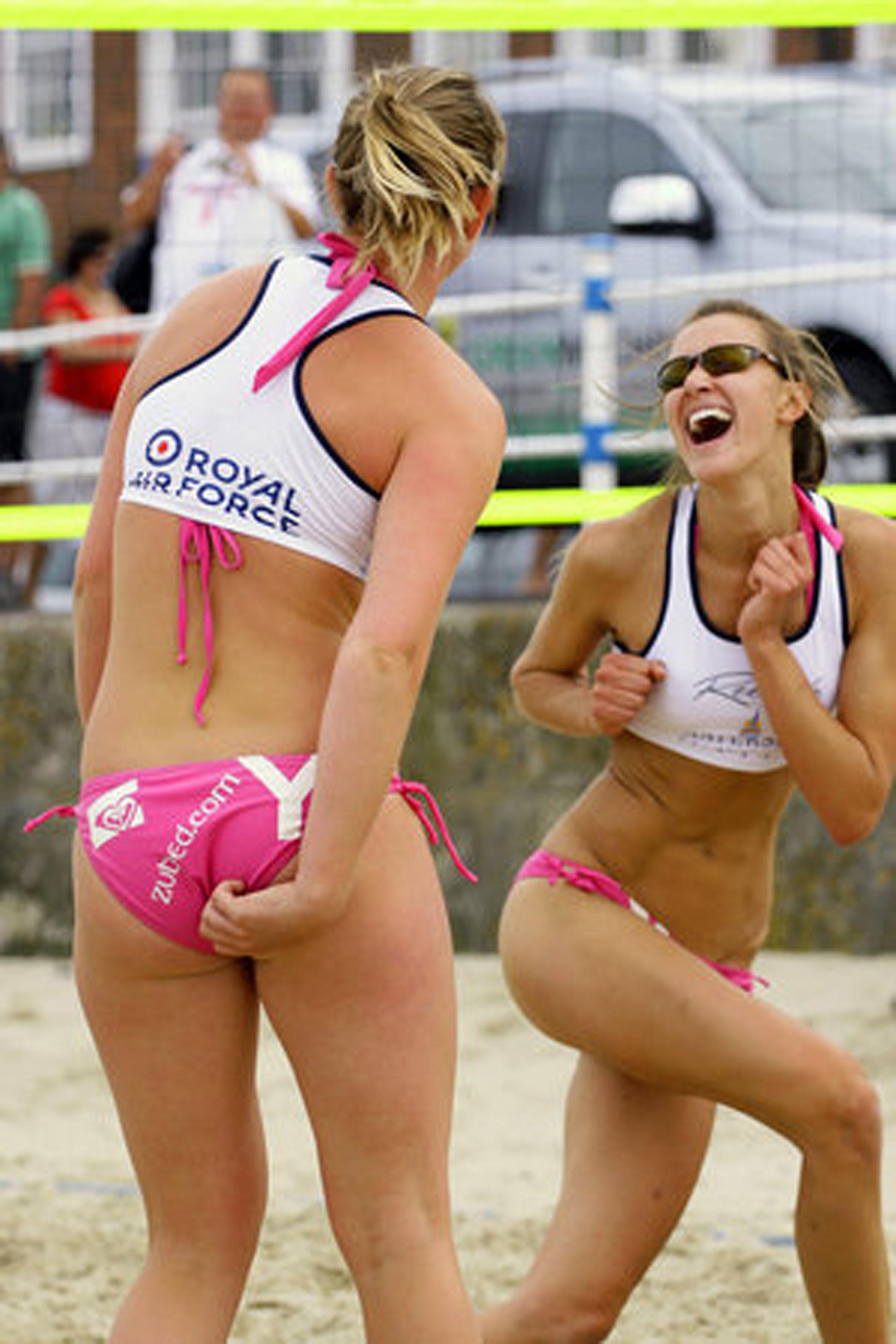 http://upload.wikimedia.org/wikipedia/commons/b/b6/Beach_Volleyball_Classic_2007_(1444265768).jpg