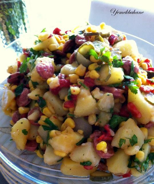 Sosisli Sebzeli Patates Salatası