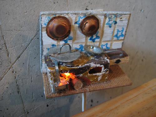 weird electrothing in a cafe