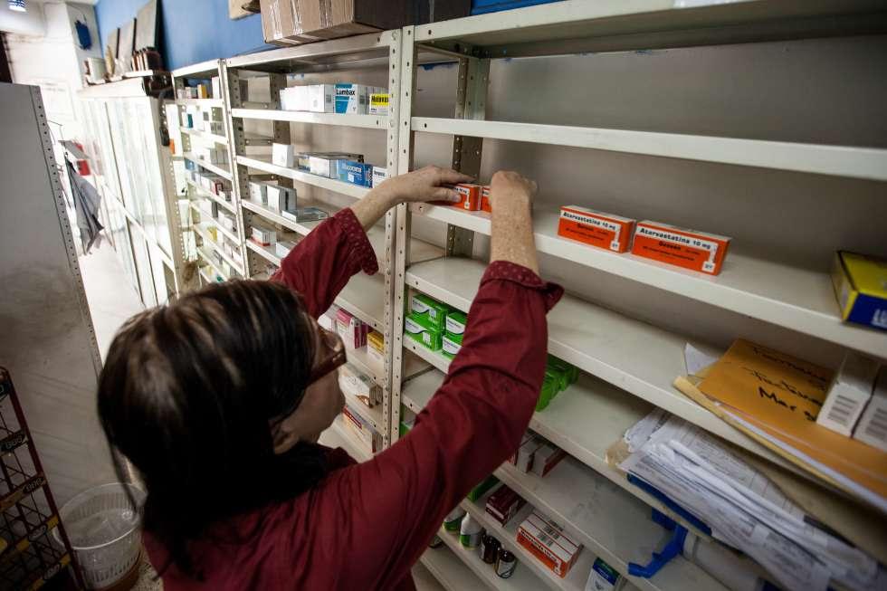 Farmacias como ésta, situada en Caracas, sufren la falta de medicamentos esenciales.