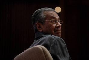 Tun Mahathir dan isteri umum keluar UMNO