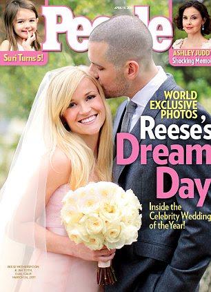 Sem alças e sofisticado: Reese Witherspoon no vestido que ela usou para se casar com Jim Toth