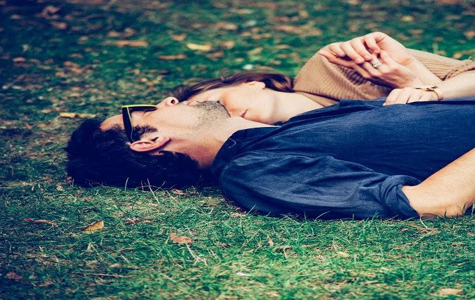 Tidur bersama pasangan bukan hanya soal hubungan intim saja Mungkin Bung Kurang Paham, Namun Si Nona Ingin Melakukan Posisi Ini Saat Tidur Bersamamu